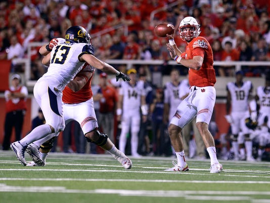 Utah's Travis Wilson looks for a receiver in the first half during an NCAA college football game against California, Saturday, Oct. 10, 2015, in Salt Lake City. (Scott Sommerdorf/The Salt Lake Tribune via AP) DESERET NEWS OUT; LOCAL TELEVISION OUT; MAGS OUT; MANDATORY CREDIT