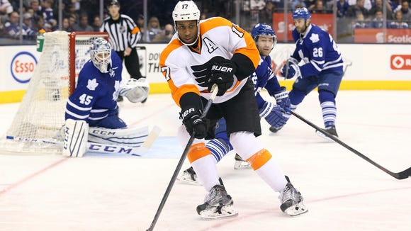 Wayne Simmonds and the Flyers beat Toronto 7-4 in their last visit.