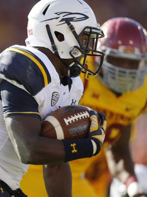 Toledo running back Terry Swanson (22) runs away from the Iowa State defense for a touchdown during the first half.