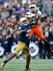 Fighting Irish cornerback Julian Love (27) has been
