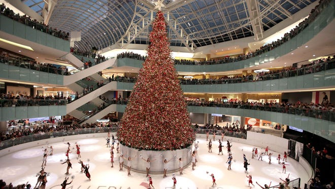 With more than 450,000 sparkling lights, 10,000 ornaments and 1,700 branches, the 95-foot-tall indoor Christmas tree at Galleria Dallas is the epicenter of renowned skating entertainment and a pyrotechnic, back-flipping ice-skating Santa for a free weekly holiday-themed show in Dallas.