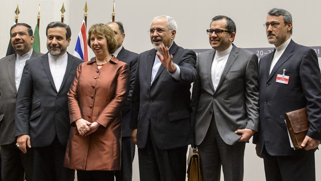 EU foreign policy chief Catherine Ashton poses with Iranian Foreign Minister Mohammad Javad Zarif and the Iranian delegation in Geneva.