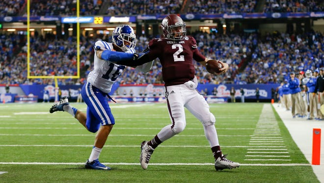 Texas A&M quarterback Johnny Manziel outruns Duke safety Jeremy Cash to the end zone.