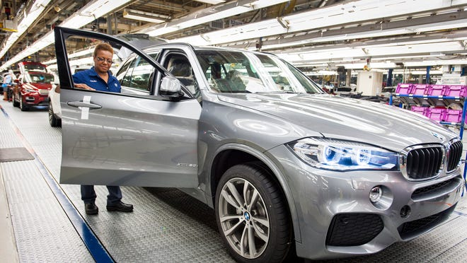 BMW said Thursday it will build a production plant in Mexico, investing $1 billion and hiring about 1,500 workers.