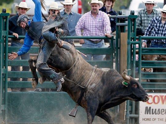 -Dusty Gliko Bull Riding 2.jpg_20140607.jpg