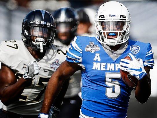 Memphis tight end Sean Dykes (right) scrambles pass