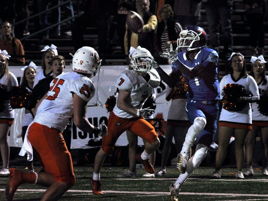 Cooper Cougars wide receiver Myller Royals catches