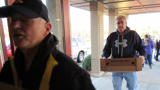 Many volunteeers helped at the Thanksgiving package project put on by the Benton County Volunteer Program.
