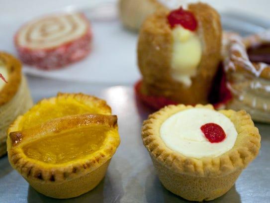 Canastitas (Pinapple Basket and Cream Cheese Basket)