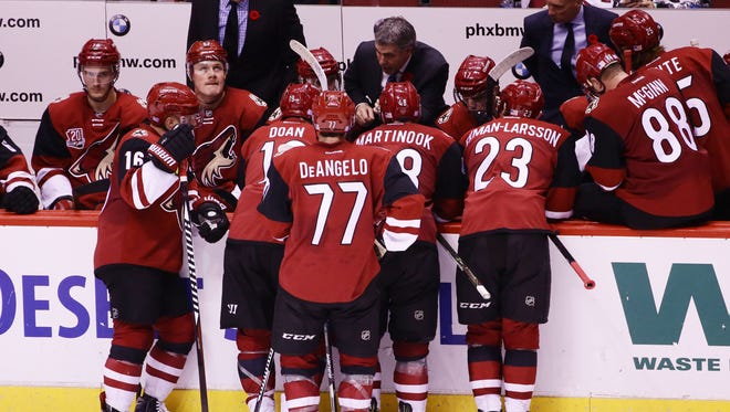 Arizona Coyotes coach Dave Tippett huddles with his players against Boston Bruins in the 3rd period on Saturday, Nov. 12, 2016 in Glendale, Ariz. Boston defeated Arizona 2-1.