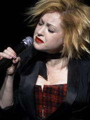 2004 cyndi lauper & taylor Dayne in concert caption:
