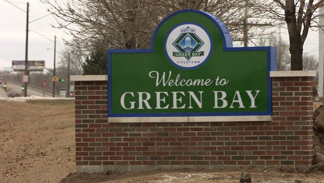 The city of Green Bay's sign on Ashland Ave. looking north.