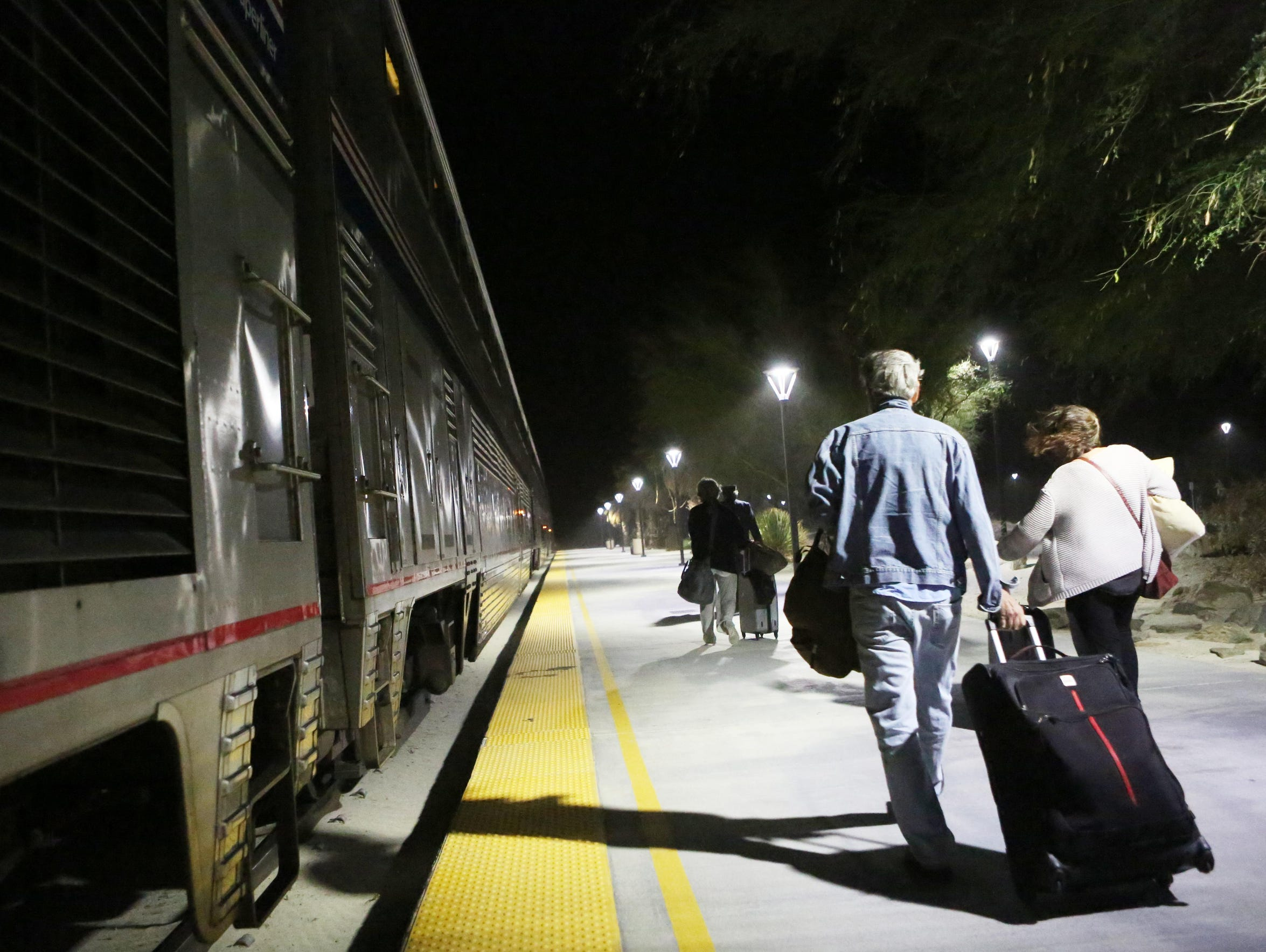 Passengers board the eastbound Amtrak Sunset Limited/Texas