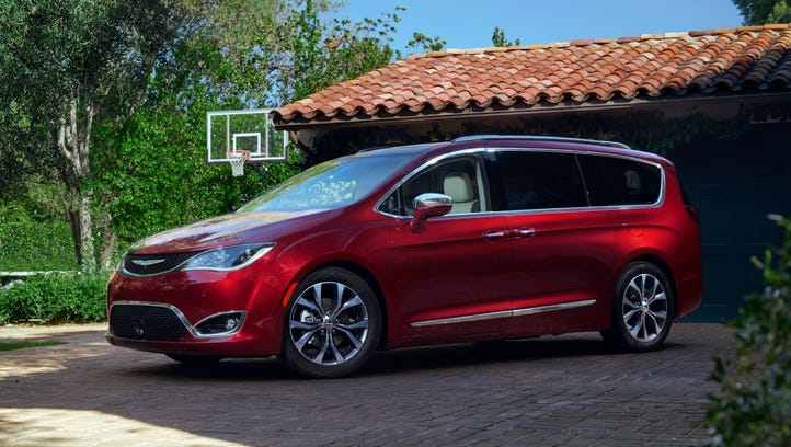 Consumer group wants feds to order recall of Chrysler Pacificas over stalling