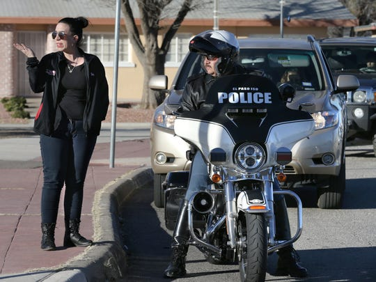 Desiree Restelli, a parent of a Burges High School student, talks with EPISD police Lt. Zeke Garcia on Friday and thanks him for watching the school zone.