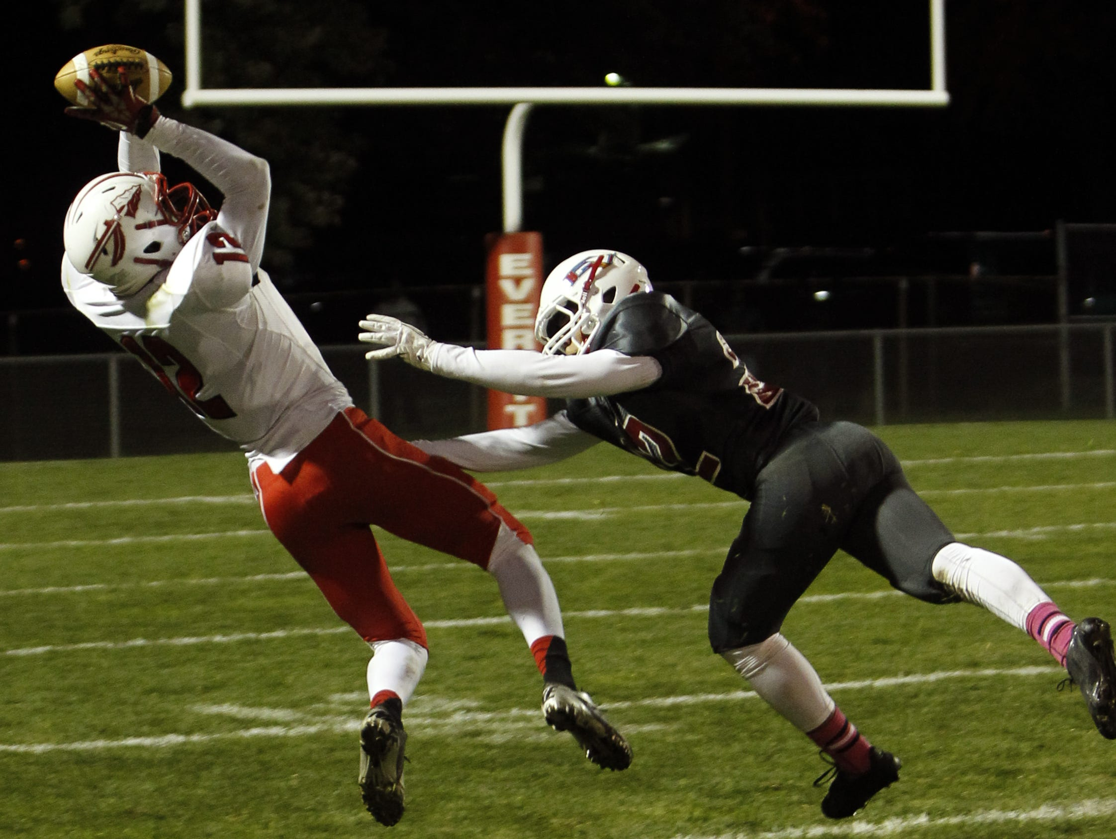 Rayshawn Wilborn (12) snags a pass during Sexton?s 34-20 win over Everett last October