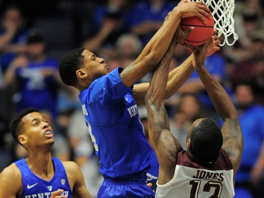 Kentucky guard Charles Matthews (4) defends a shot