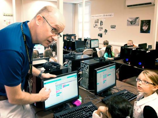 Joe Zahora explains a program while teaching third