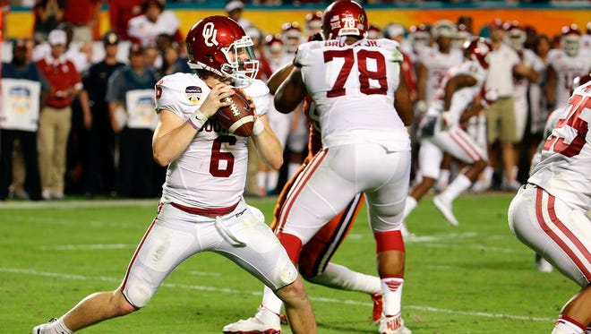 Oklahoma quarterback Baker Mayfield looks for a receiver.