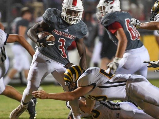 Palmetto senior Daron Willilford(3) breaks a tackle