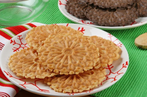 Vanilla and chocolate pizzelles. Yum. (Photo: Jack Puccio, Getty Images/iStockphoto)