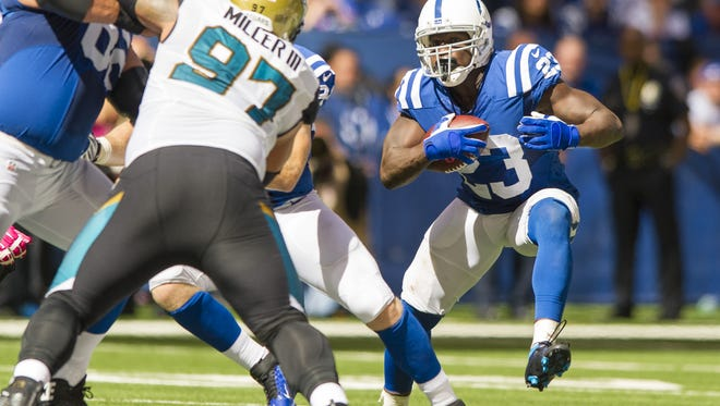 Indianapolis Colts running back Frank Gore (23) makes a move out of the backfield during first half action of an NFL football game at Lucas Oil Sunday, Oct. 4, 2015.
