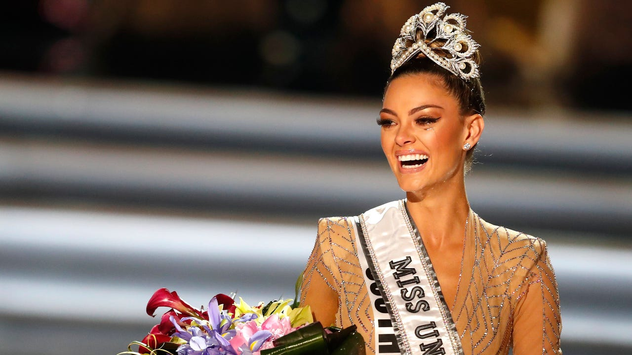 4983b880e5 Miss South Africa Demi-Leigh Nel-Peters is crowned Miss Universe 2017