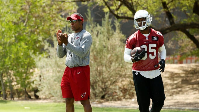 Arizona Cardinals head coach Steve Wilks and tight end Gabe Holmes (right) during mandatory minicamp on June 14, 2018 at the Arizona Cardinals Training Facility in Tempe, Ariz.