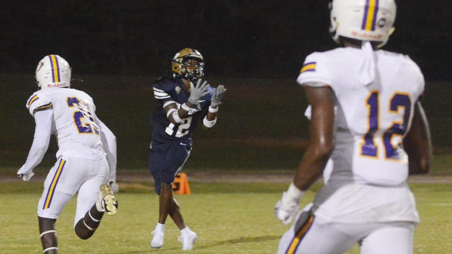 Jakobe Heggs catches the 53-yard touchdown pass to put the Warriors on the board.