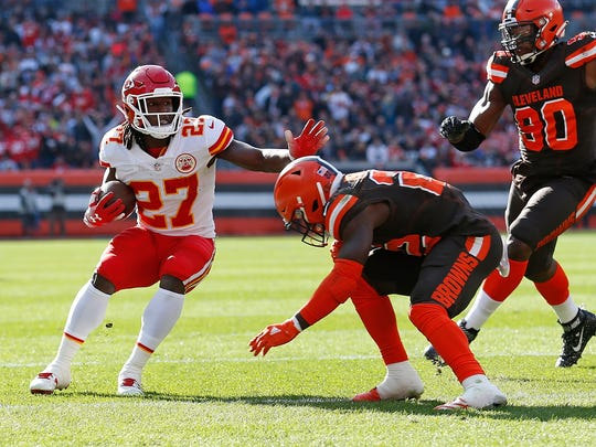 CLEVELAND, OH - NOVEMBER 04:  Kareem Hunt #27 of the Kansas City Chiefs avoids a tackle by Jabrill Peppers #22 of the Cleveland Browns during the second quarter at FirstEnergy Stadium on November 4, 2018 in Cleveland, Ohio. (Photo by Kirk Irwin/Getty Images)