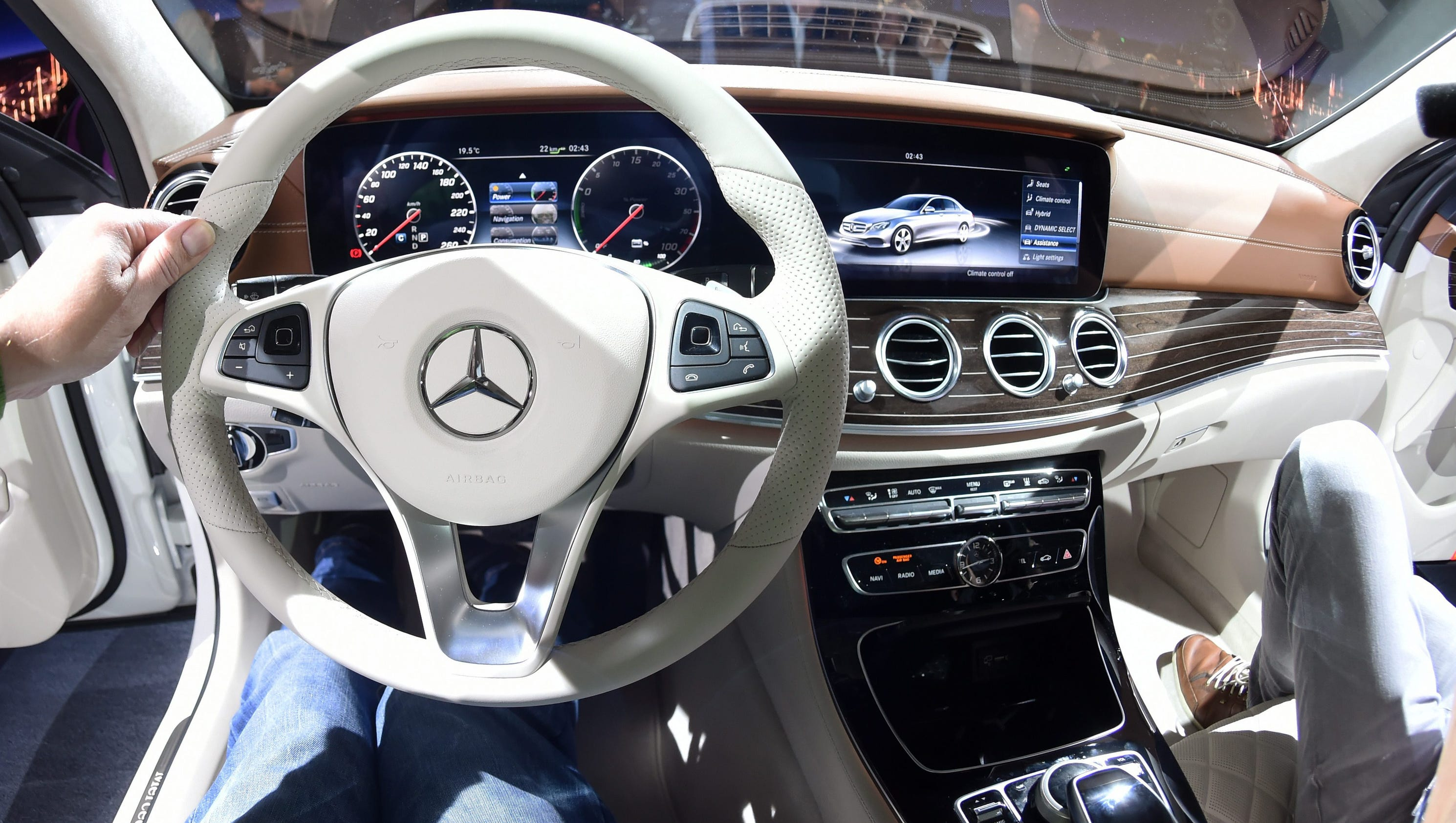 Mercedes benz tech brings cars closer to self driving for Mercedes benz technician