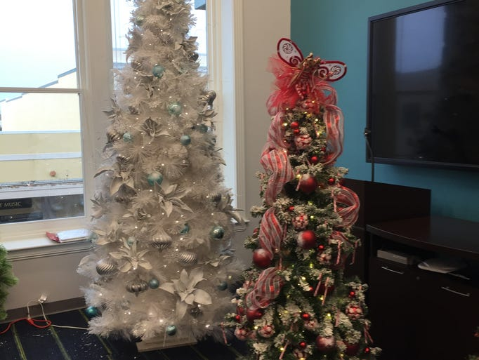 Photos parade of trees for 10th avenue salon pensacola