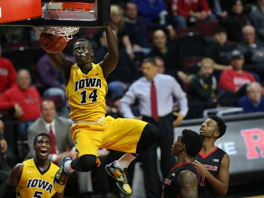 Peter Jok still sizzling, leads No. 9 Iowa past Rutgers