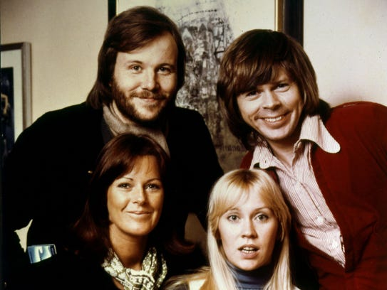 abba in rare appearance at 39 mama mia 39 dinner theater in. Black Bedroom Furniture Sets. Home Design Ideas