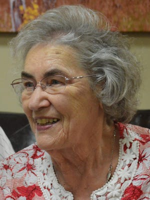 Janet L. Scott, 82, of Fort Collins, died April 28, 2015 at a local nursing home. She was born September 25, 1932 in Amesville, OH to Elza and Evelyn Linscott.