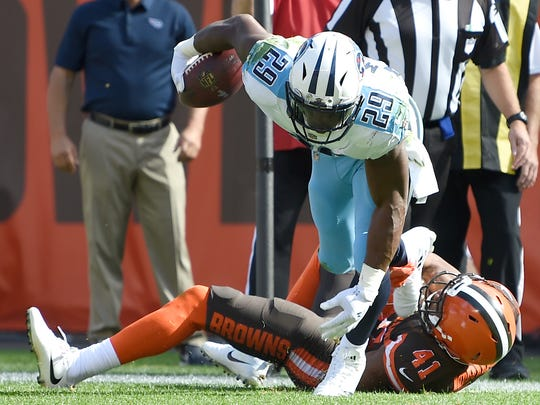 Titans running back DeMarco Murray (29) gains yards late in the second quarter Sunday.