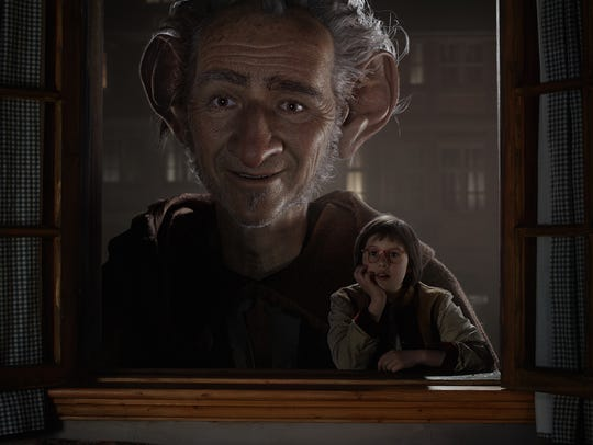 The giant (played by Mark Rylance) and little Sophie