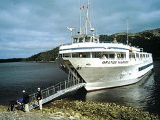 635761950440444161-boat1