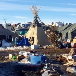Police start arresting Dakota Pipeline protesters as camp deadline passes