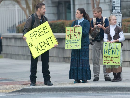 Supporters of creationist Kent Hovind are Pensacola