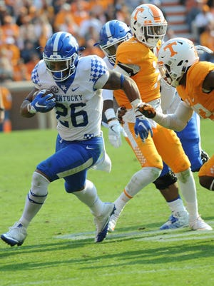 Benny Snell needs 146 yards to reach the 1,000-yard rushing mark. He's ranked as one of the nation's top freshmen players.