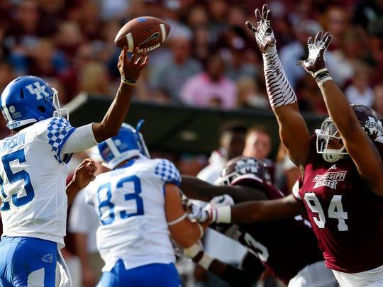 Mississippi State's Jeffery Simmons rushes the passer last season.