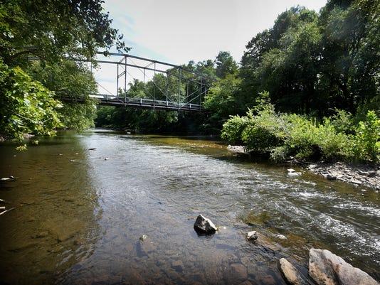 ldn-mkd-090216-bridge swatera-