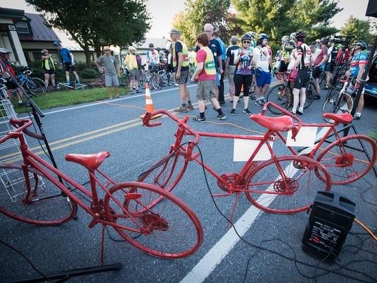 ldn-mkd-073117-red bike-