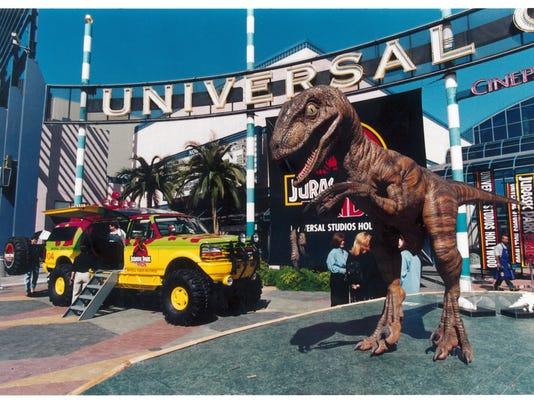 636615415900922736-Jurassic-Park-Ride-1997-Opening.jpg