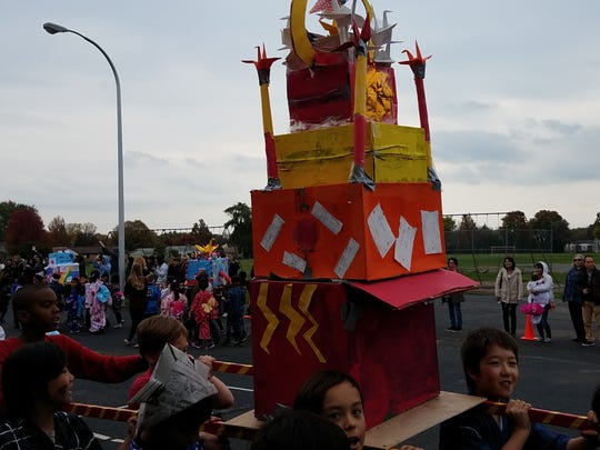 The Akimatsuri parade featured colorful floats that students carried around on poles.