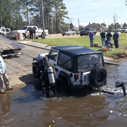 Jeep clears the water