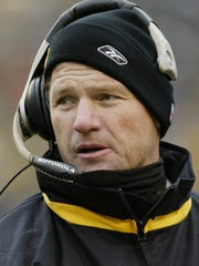Ken Whisenhunt as tight ends coach for the Steelers in 2002.