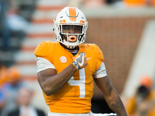 Tennessee running back John Kelly (4) celebrates a