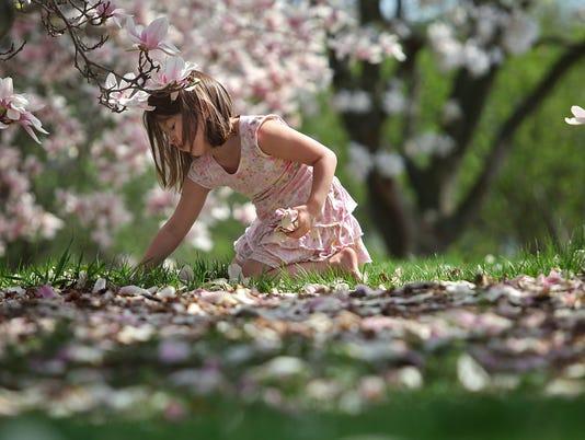 AP FLOWER GIRL A FEA WEA USA WI